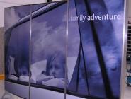 Mobile Plakatwand aus Glas und Edelstahl